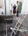 У стен Мирожского монастыря нашли останки воина XVII века